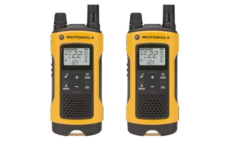 Motorola - Talkabout T400 Rechargeable Two-Way Radio